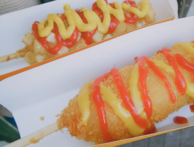 博多祇園山笠の出店のチーズハットグ
