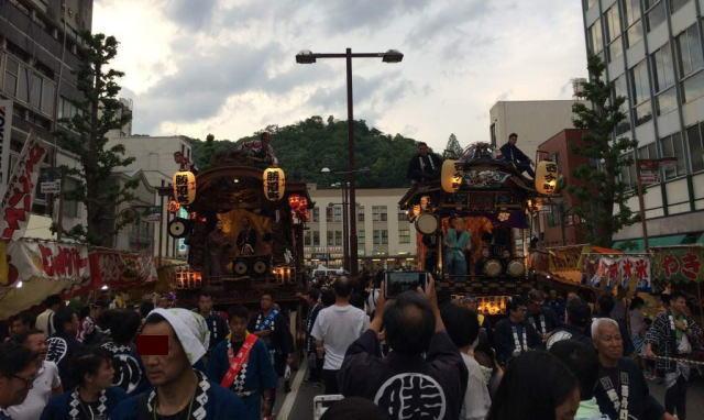 青梅大祭の混雑状況